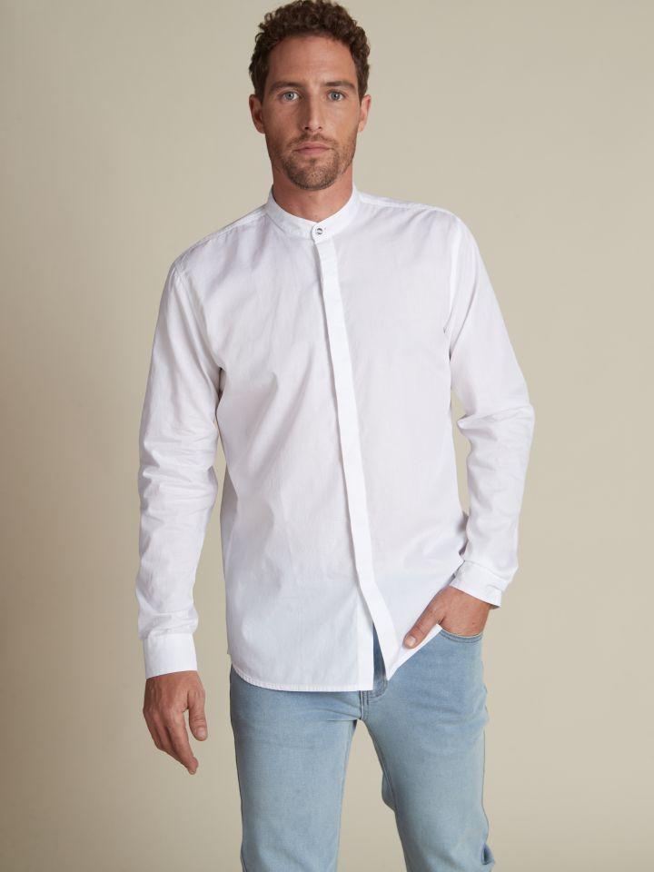 חולצה מכופתרת צווארון סיני לבנה