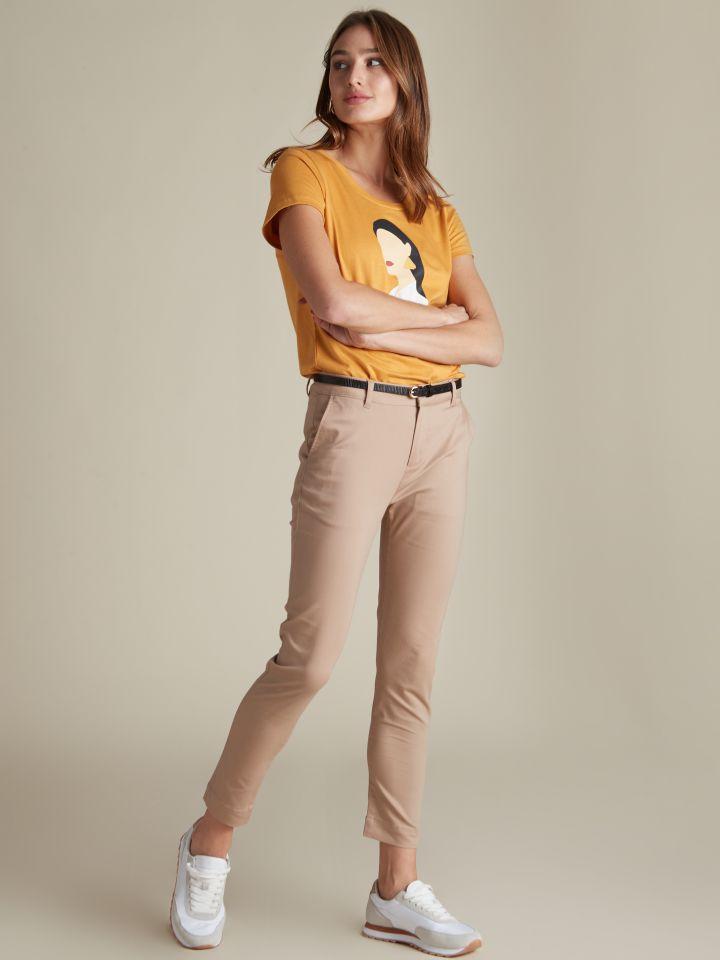 מכנסי צ'ינו בשילוב חגורה