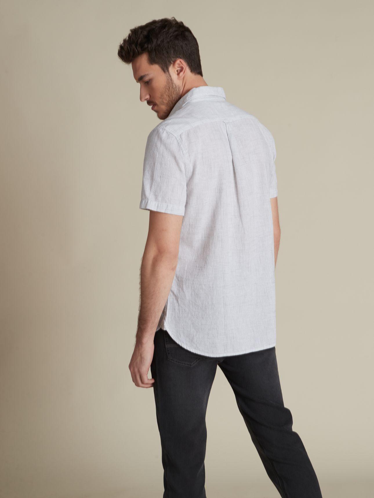 חולצה מכופתרת משבצות פשתן