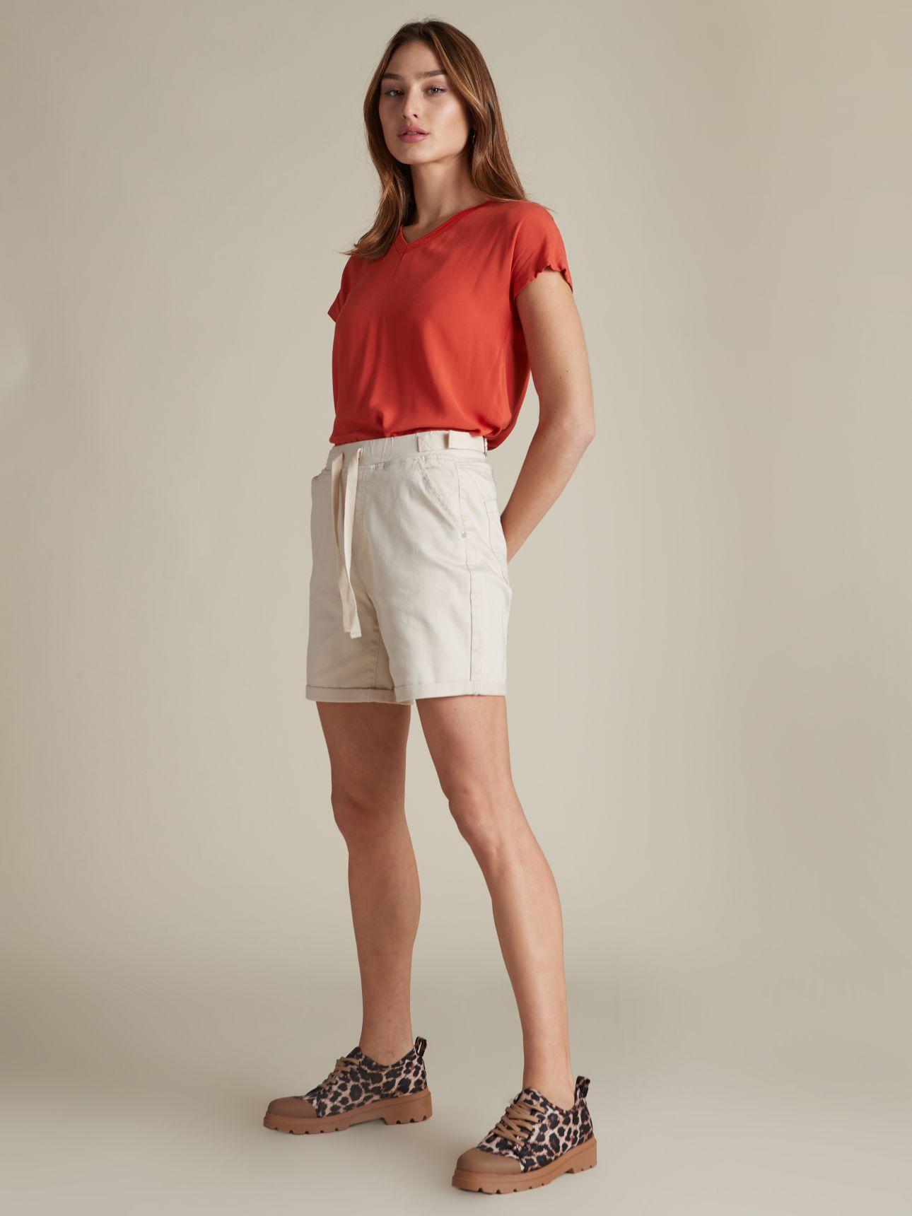 מכנסיים קצרים בגזרת צ'ינו