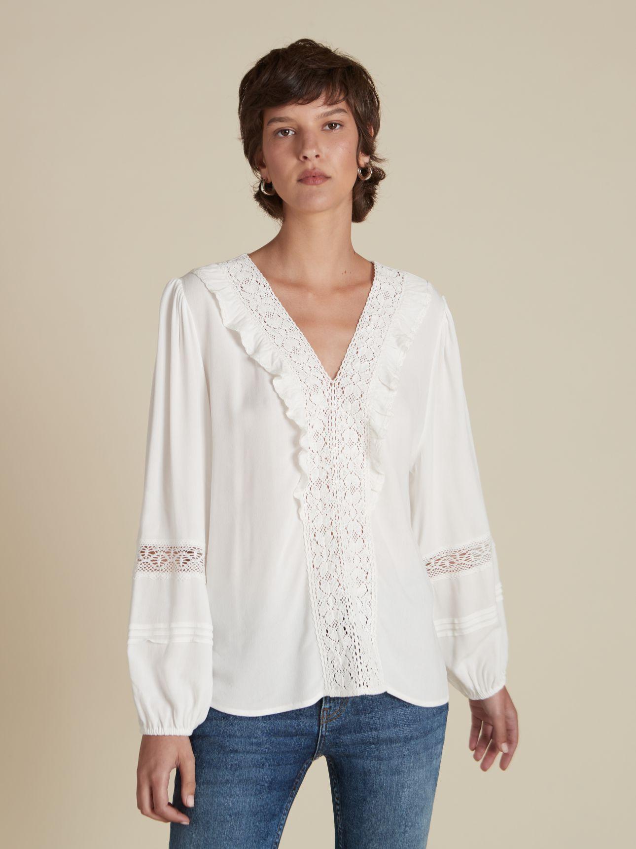 חולצה לבנה עם תחרה