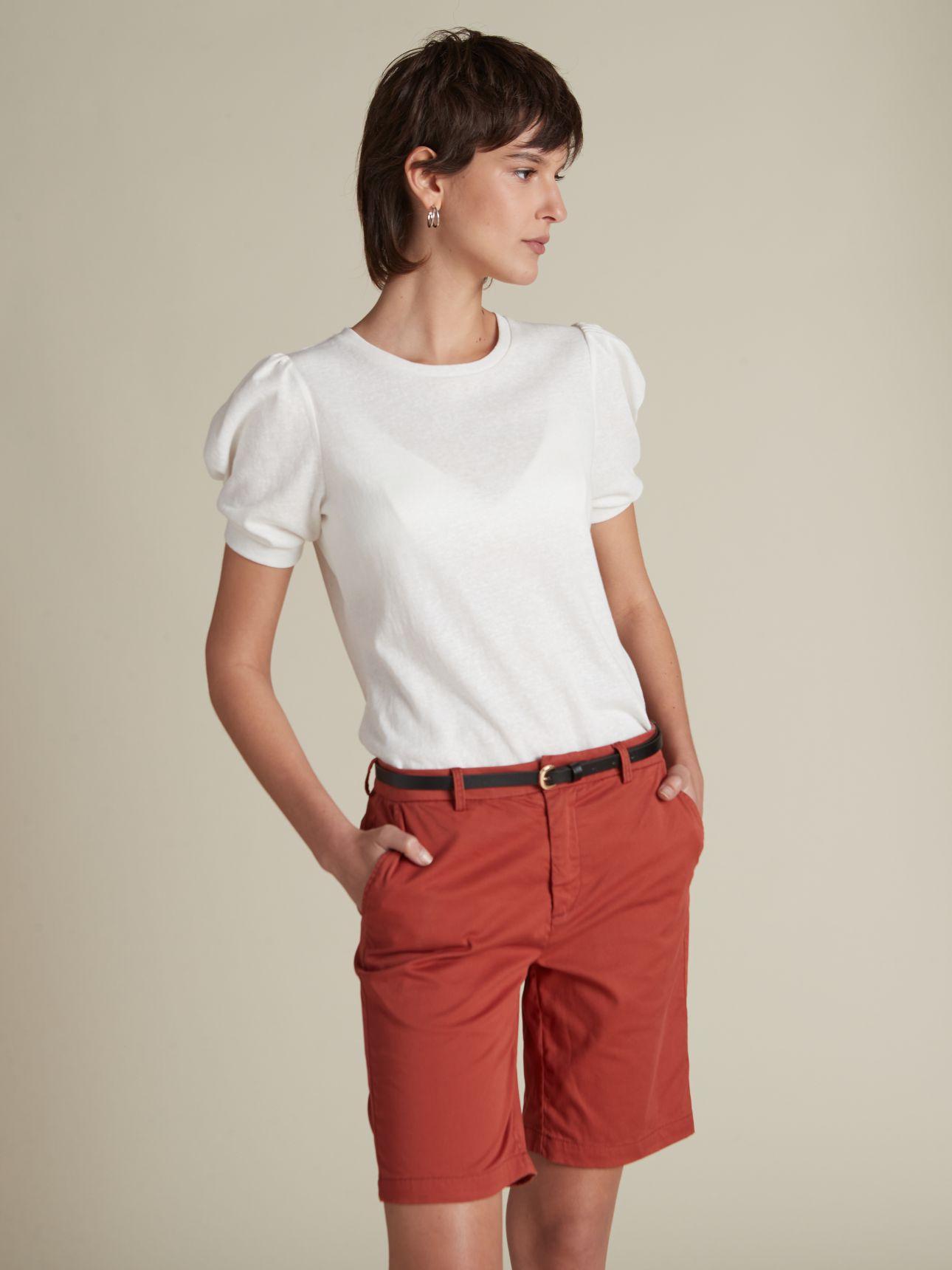 מכנסי ברמודה בשילוב חגורה