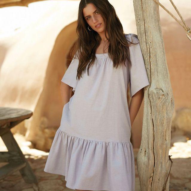 אין מה לחשוב יותר מדי, השמלה הזאת בדיוק בשבילך!  מחכים לך בחנויות ובאתר עם מלא מבצעים שווים שאסור לך לפספס ❤️