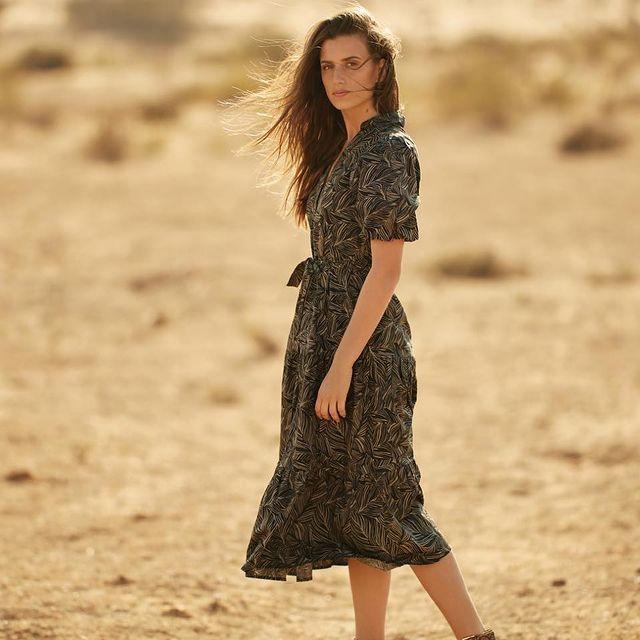 את לגמרי צריכה את השמלה הזאת בארון שלך.  נעים להכיר- שמלת מידי שרוולים נפוחים🥰